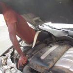 VIDEO: Španělská policie našla migranty skryté v kufru auta a za palubní deskou