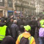 ŽIVĚ/VIDEO: Žluté vesty pochodují ve Francii proti penzijní reformě