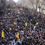 """""""SMRT AMERICE"""", skandovali účastníci smutečního pochodu v Iráku"""