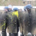 VIDEO: Tvrdé střety mezi demonstranty a policií ve Francii