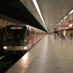 SMRT V PRAŽSKÉM METRU: Muže možná někdo do kolejiště strčil