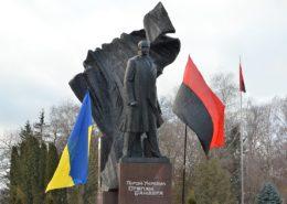 Pomník na Ukrajině, oslavující válečného zločince Stepana Banderu; Foto: Mykola Vasylechko / Wikimedia Commons