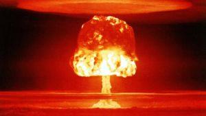 Jaderný test Castle Romeo na atolu Bikini; Foto: Ministerstvo energetiky USA / Wikimedia Commons