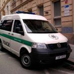 BIZÁR: Pokračuje snaha o postih policisty za údajné mučení Roma