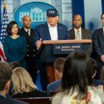 KORONAVIRUS: Mít nejvíc nakažených je vyznamenání, blouzní Trump