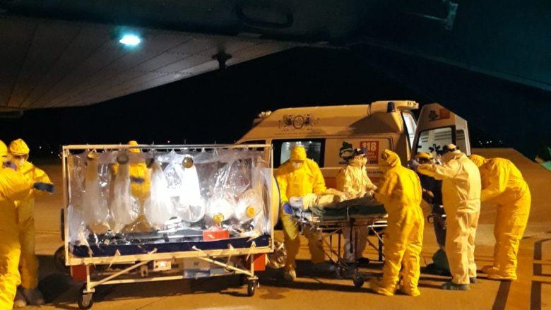 Přeprava pacientů v biologickém kontejneru; Foto: Italské letectvo / Wikimedia Commons
