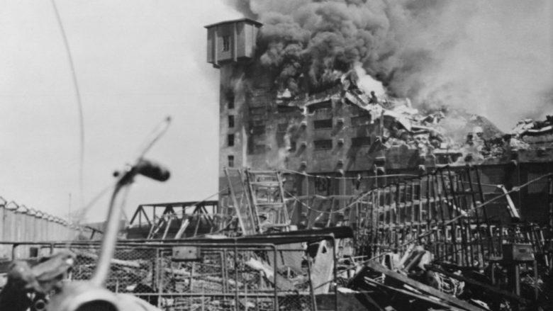 Škodovy závody v Plzni zničené americkým náletem; Foto: Wikimedia Commons
