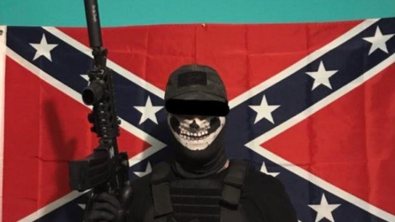 Jeden z členů Feuerkrieg Division; Foto: Twitter: Panic! At the Costco