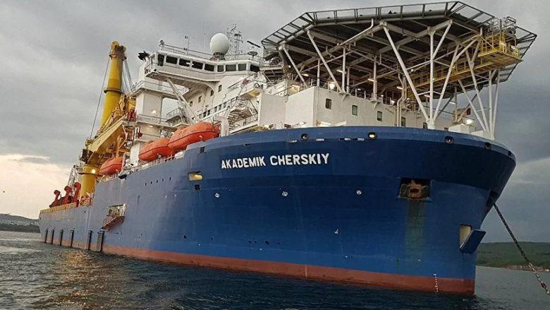 Ruská loď Akademik Čerskij; Foto: Gazprom fleet