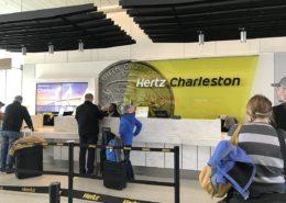 Kancelář půjčovny Hertz na letišti Charleston v Jižní Karolíně v USA; Foto: AutoRentals / Wikimedia Commons