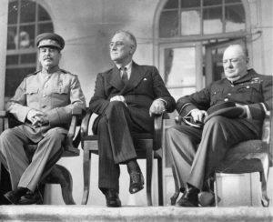 Josif Stalin, Franklin D. Roosevelt a Winston Churchill na konferenci v Teheránu v roce 1943; Foto: Wikimedia Commons