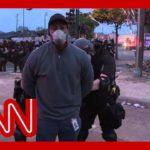 VIDEO: Policisté v Minneapolis zatkli štáb CNN během živého vstupu