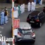 VIDEO: Belgičtí zdravotníci se otočili zády k premiérce při její návštěvě nemocnice