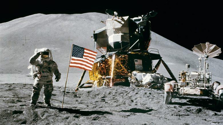 Přistání Apolla 15 na Měsíci v roce 1971; Foto: Astronaut David R. Scott / Wikimedia Commons