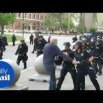 VIDEO: Policisté při protestech v Buffalu vážně zranili 75-letého muže