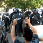 USA: Stoupá počet útoků na novináře. Někteří přišli o zrak, jiní byli zatčeni