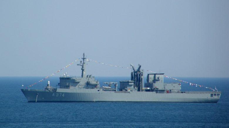 Řecká vojenská loď HS Promitheus A-374; Foto: K. Krallis / Wikimedia Commons