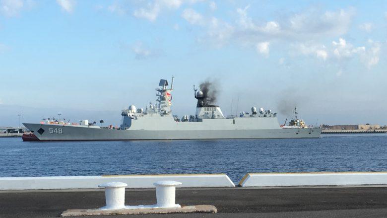 Čínská fregata Yiyang; Foto: Americké námořnictvo / Wikimedia Commons