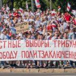 KOMENTÁŘ: Jsou policejní obušky v Bělorusku tvrdší než ve Francii nebo v USA?