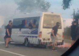 VIDEO: Ukrajinští neonacisté přepadli autobus u Charkova. Západ mlčí