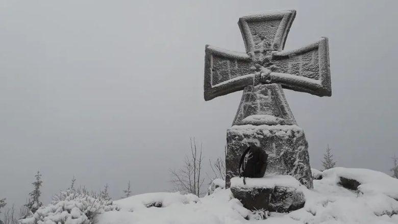Nacistický pomník u u jizerské rozhledny Štěpánka; Foto: Spolek Jizeran