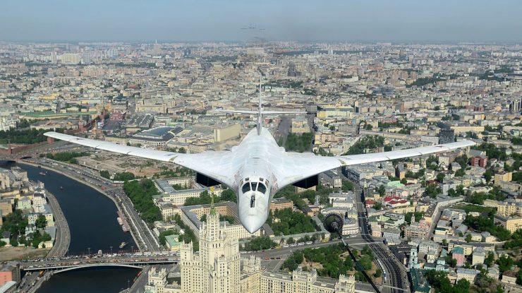 Ruský strategický bombardér Tu-160 nad Moskvou; Foto: Alex Beltyjukov / Wikimedia Commons