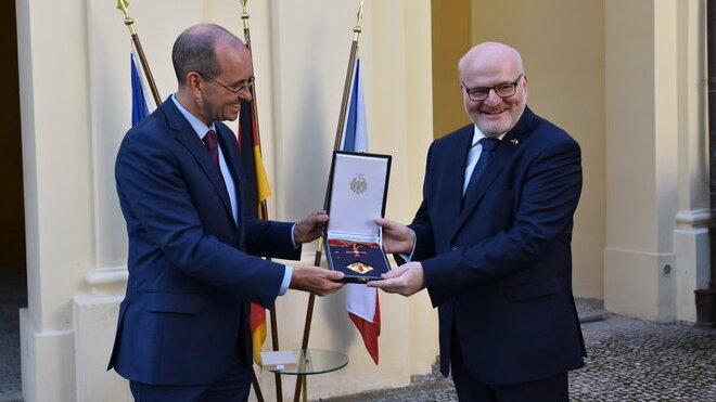 Daniel Herman převzal německé státní vyznamenání; Foto: Twitter