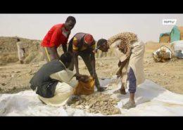 VIDEO: V Súdánu čelí horníci drsným podmínkám, když hledají zlato v poušti