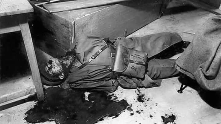 Svázanému a omámenému strážmistru Honzátkovi Ctirad Mašín prořízl hrdlo; Foto: Facebook