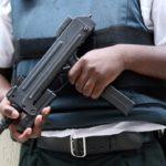 AMERIKA JE NA HRANĚ POVSTÁNÍ, ulice plní po zuby ozbrojené bojůvky