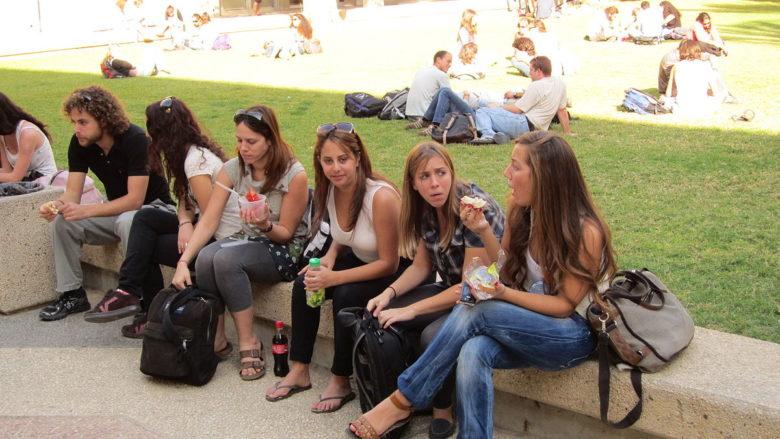 Studenti univerzity Bena Guriona v Negevu; Foto: David Saranga / Wikimedia Commons