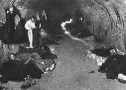 Nezaměstnaní Čechoslováci během světové hospodářské přespávají v kanalizaci (1934); Foto: Wikimedia Commons
