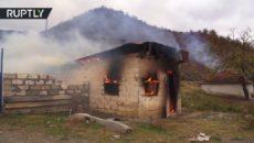 VIDEO: Prchající Arméni nechávají Azerům jen spálenou zemi