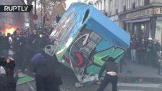 VIDEO: Ve Francii propukly protesty proti návrhu zákona o policii