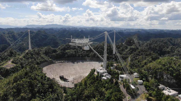 Americká observatoř Arecibo na začátku listopadu 2020; Foto: University of Central Florida / Wikimedia Commons