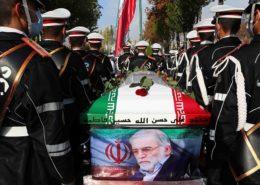 Pohřební procesí se zabitým vědcem; Foto: Fars / Wikimedia Commons