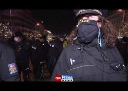 VIDEO: Protivládní demonstrace na Václaváku se zvrhla v potyčky s policií