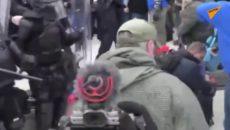 VIDEO: Střety s policií, zranění a mrtví při útoku na Kapitol v USA