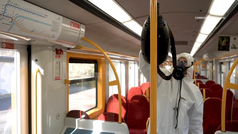Desinfekce železničních vagonů v Portugalsku; Foto: CP - Comboios de Portugal / Wikimedia Commons