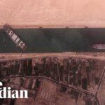 VIDEO: V Suezském průplavu se kvůli prachové bouři vzpříčila kontejnerová loď