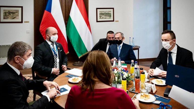 Andrej Babiš při nedávném jednání s maďarským ministrem zahraničí Péterem Szijjártó; Foto: Profil P. Szijjártó na sociální síti