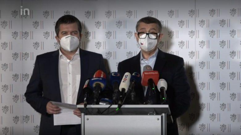 Jan Hamáček a Andrej Babiš při tiskové konferenci; Foto: repro Novinky.cz