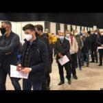 VIDEO: Desítky Čechů si dojely na bezplatné očkování do Srbska