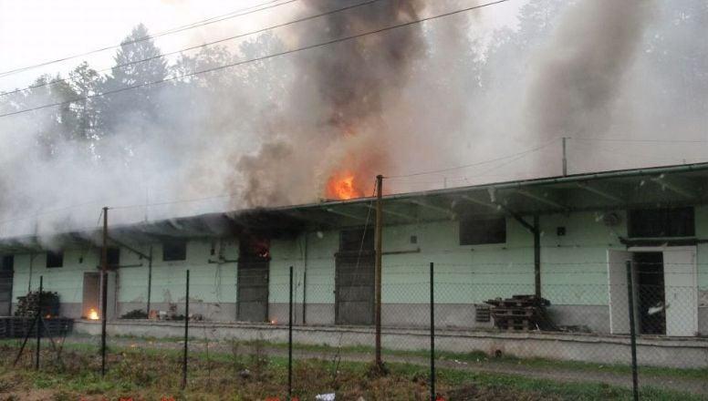 Požár ve Vrběticích, který předcházel výbuchu; Foto: Hasičský záchranný sbor ČR