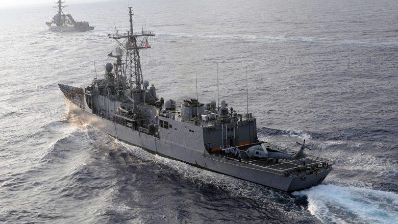 Americké lodě na válečné misi; Foto: MC3 Joshua Scott / U.S. Navy / Wikimedia Commons