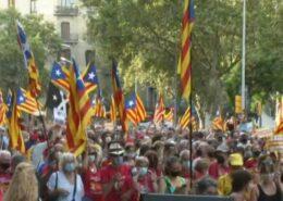 VIDEO: Katalánci volají opět po nezávislosti. V Barceloně demonstrovalo přes 100 tisíc lidí
